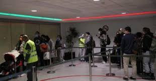 Photo of فيروس كورونا يرفع حالة التأهب و  طائرة مدنية تنقل المغاربة الى القاعدة العسكرية بمكناس