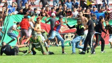 """Photo of حرب الجيش و الرجاء في مباراة هيجان """"الهوليكنز"""" لزرع الرعب في الجمهور و الممتلكات"""