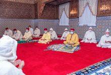 Photo of أمير المؤمنين يؤدي صلاة العيد في إطار احترام تدابير الحجر الصحي