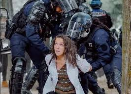 Photo of فرنسا عى صفيح ساخن بسبب سحل ممرضة من طرف القوات العمومية و هيئات نقابية تدفع إلى التصعيد
