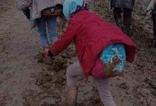 Photo of صور صادمة لتلاميذ يغرقون في الأوحال بإقليم مولاي يعقوب و ميزانية المجالس تهدر في المشاريع الخاصة