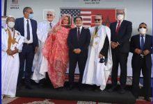 Photo of وفد امريكي رفيع المستوى يزور الصحراء المغربية و يرتدي اللحاف المحلي
