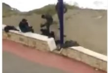 "Photo of وزارة الداخلية تحقق في شريط يظهر ""مخازني"" يعنف مواطنا"